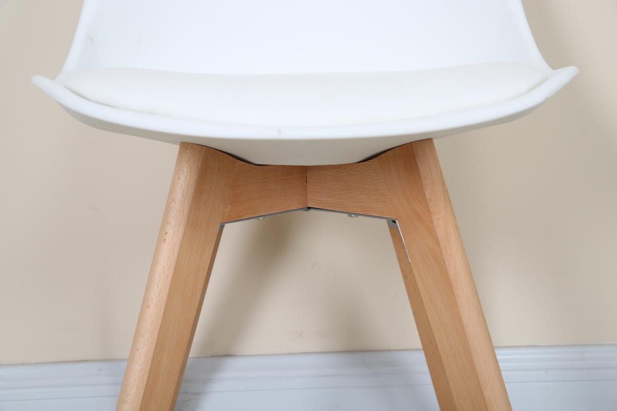 2er set zwei wei e st hle hochwertig stuhlbeine aus holz design stuhl modern ebay. Black Bedroom Furniture Sets. Home Design Ideas