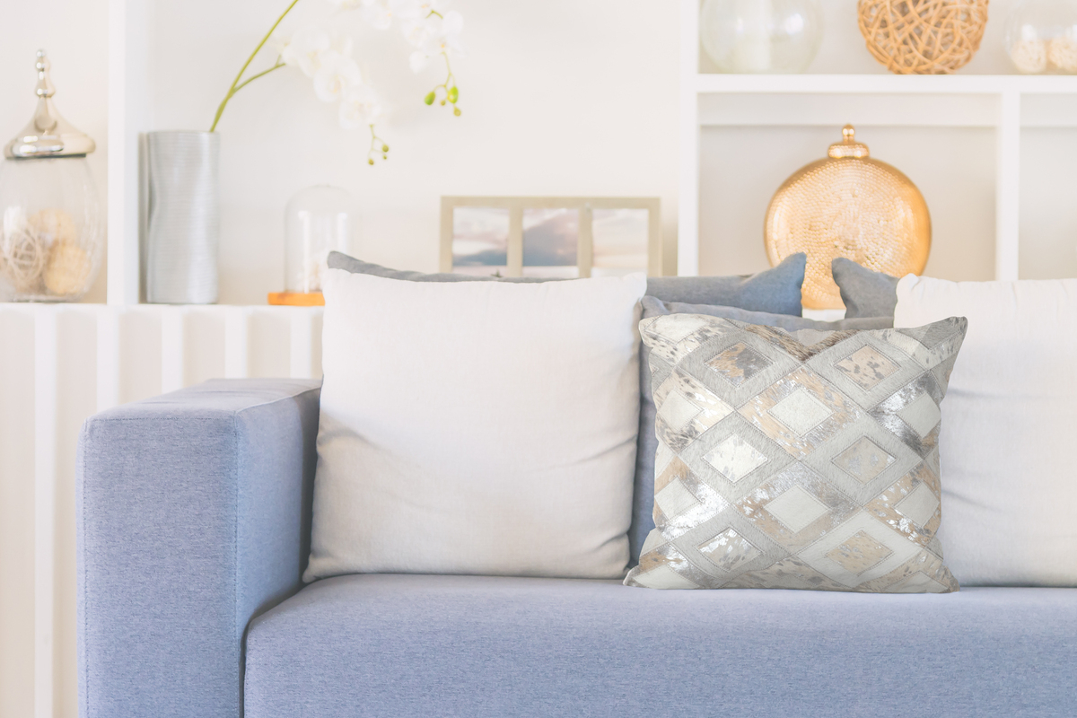 deko kissen leder handarbeit kuhfell patchwork sofakissen. Black Bedroom Furniture Sets. Home Design Ideas